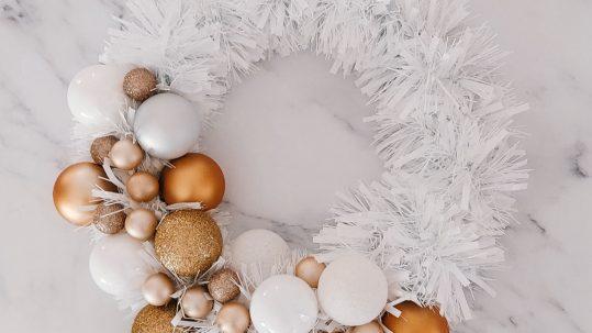 kerstkrans diy folieslinger tutorial stap-voor-stap zelf maken knutselen kerstballen
