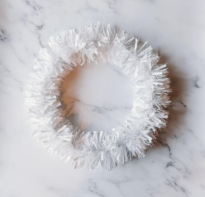 kerstkrans diy folieslinger tutorial stap-voor-stap zelf maken knutselen kerstballen stap 1