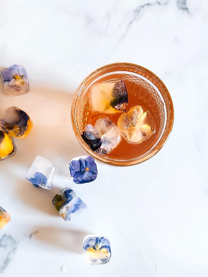 zomer drankje bloemen cocktail ijs